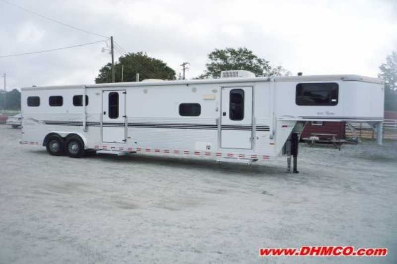 Sundowner horse trailer for sale used 2003 3 horse trailer for Shop with living quarters for sale