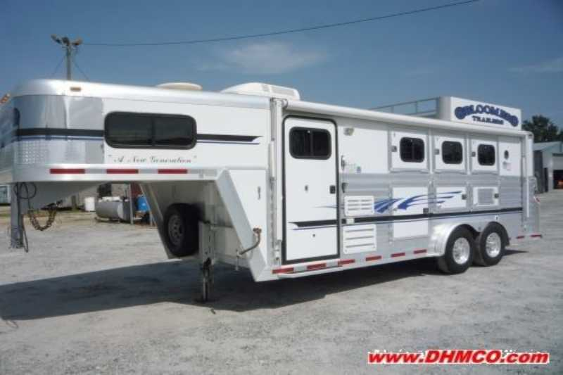 Bloomer horse trailer for sale used 2002 3 horse trailer for Shop with living quarters for sale