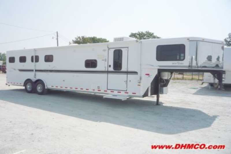 Sundowner horse trailer for sale used 2003 4 horse trailer for Shop with living quarters for sale