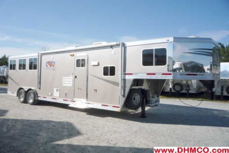Lakota horse trailer for sale new 2011 3 horse trailer for Shop with living quarters for sale