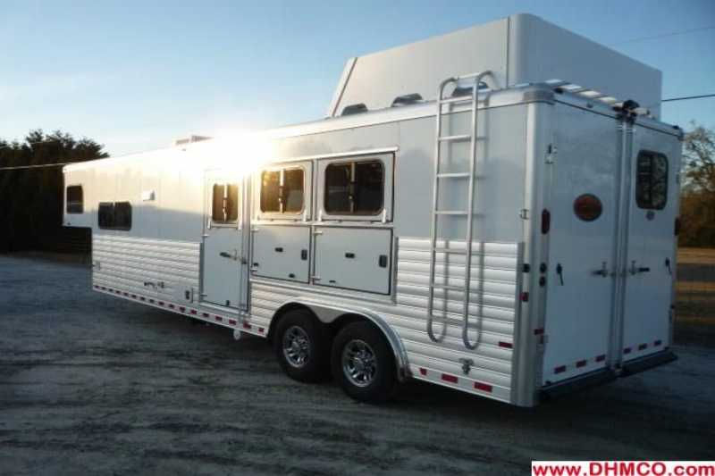 New 2012 Sundowner 3 Horse Slant Trailer