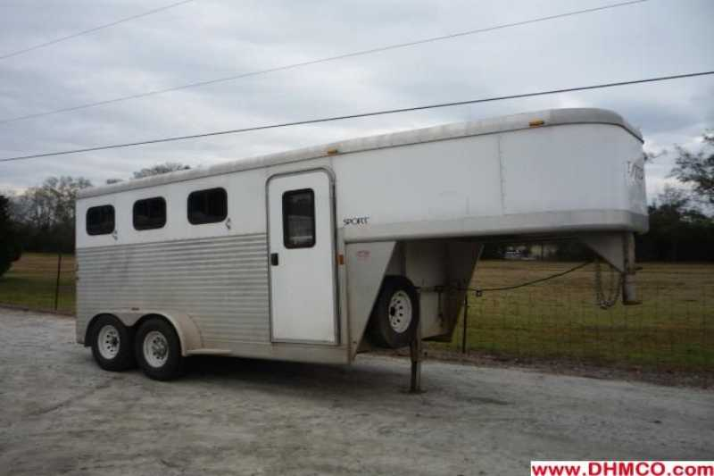 #33545 - Used 2005 Exiss ES300 3 Horse Trailer with 1' Short Wall