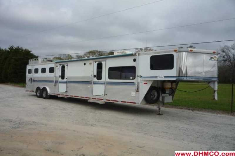 Sundowner horse trailer for sale used 1998 4 horse trailer for Shop with living quarters for sale