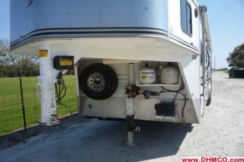 Used 2003 Bison 4 Horse Slant Trailer