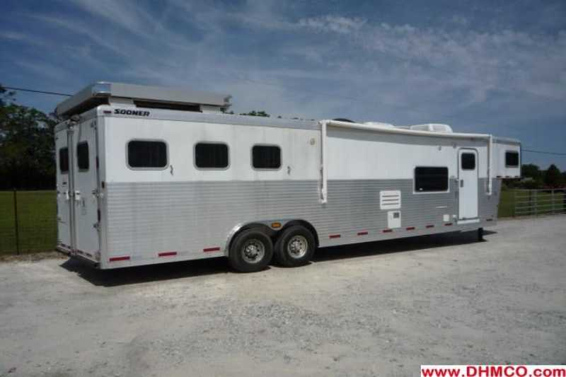 Used 2005 Sooner 3 Horse Slant Trailer