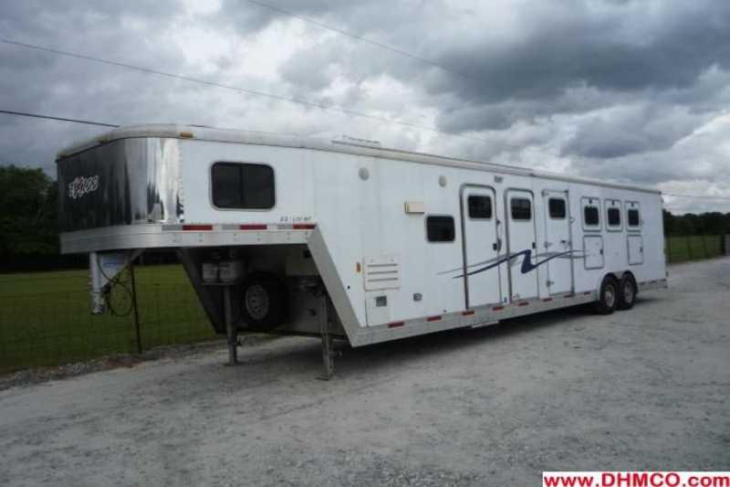 Used 2004 Exiss 4 Horse Slant Trailer