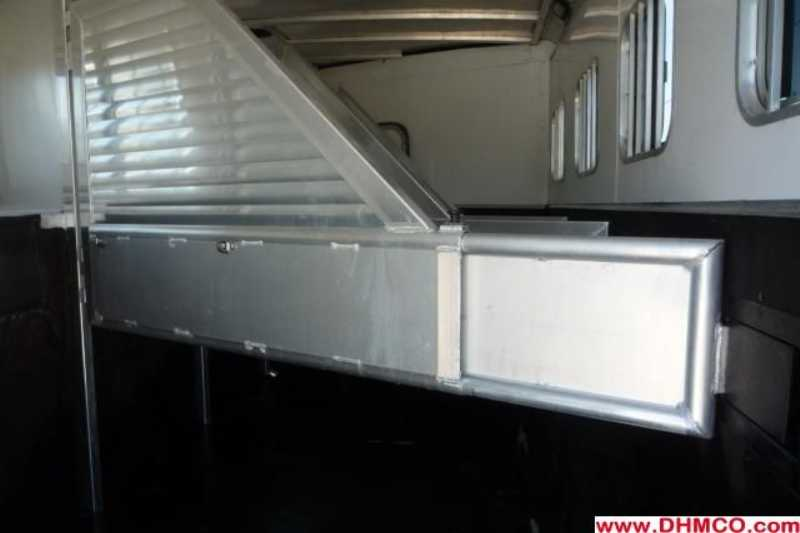 Used 2006 Sooner 4 Horse Slant Trailer