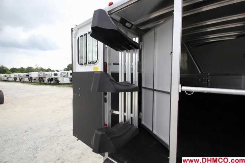 New 2013 Sundowner 3 Horse Slant Trailer
