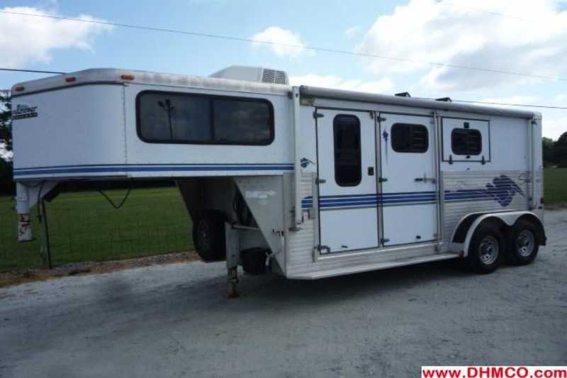 Sundowner horse trailer for sale used 1998 2 horse trailer for Shop with living quarters for sale