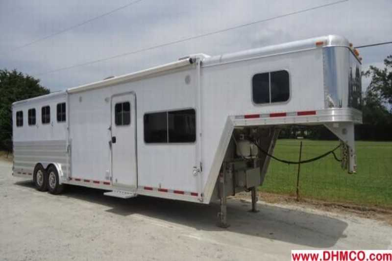 Featherlite horse trailer for sale used 2008 4 horse for Shop with living quarters for sale