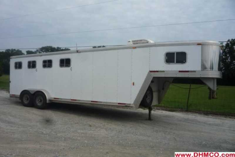 Used 2000 Exiss 4 Horse Slant Trailer