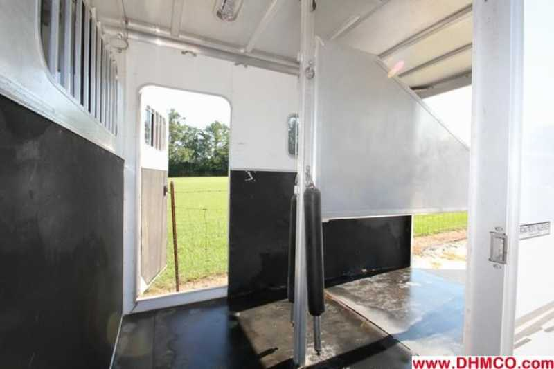 Used 2004 Exiss 2 Horse Straight Trailer