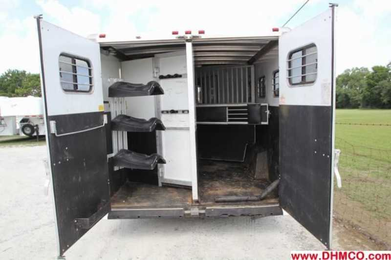 Used 2005 Sundowner 3 Horse Slant Trailer
