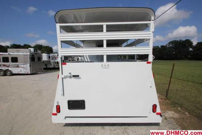 New 2013 Bee 4 Horse Slant Trailer