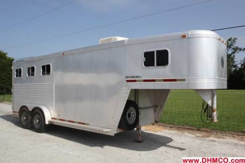 #02006 - Used 1997 Exiss 3H Maximum 3 Horse Trailer  with 4' Short Wall