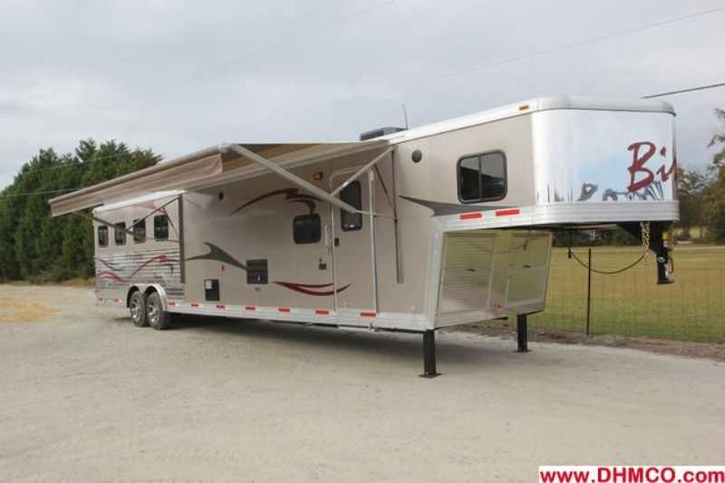 #02691 - New 2013 Bison Stratus 8414GLQBK 4 Horse Trailer with 14' Short Wall