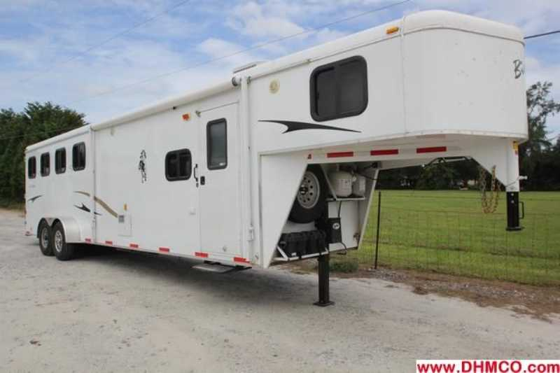 Used 2009 Bison 4 Horse Slant Trailer