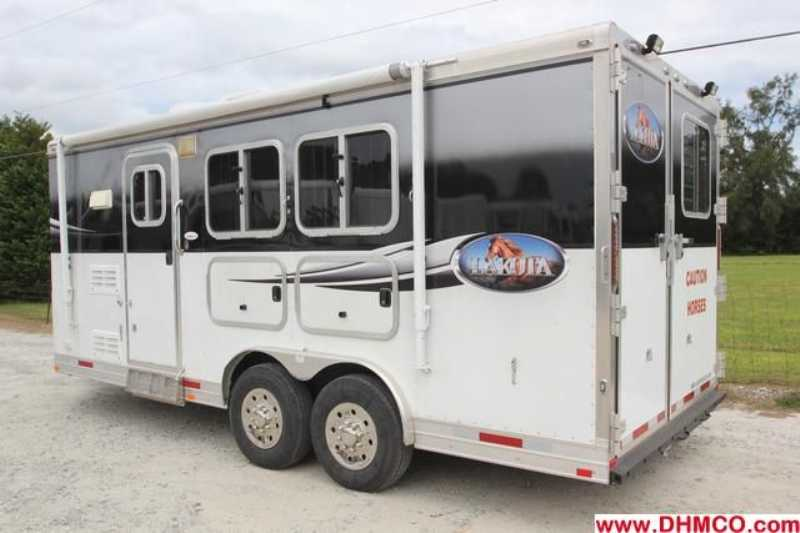 Used 2010 Lakota 2 Horse Slant Trailer