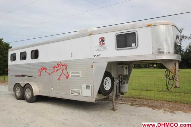 #8626s - Used 2007 Exiss ES305ELQ 3 Horse Trailer with 5' Short Wall