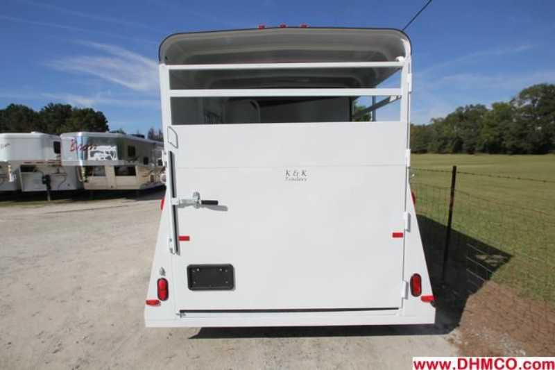 #77606 - New 2013 Bee 2HBPSLDLX 2 Horse Trailer  with 2' Short Wall