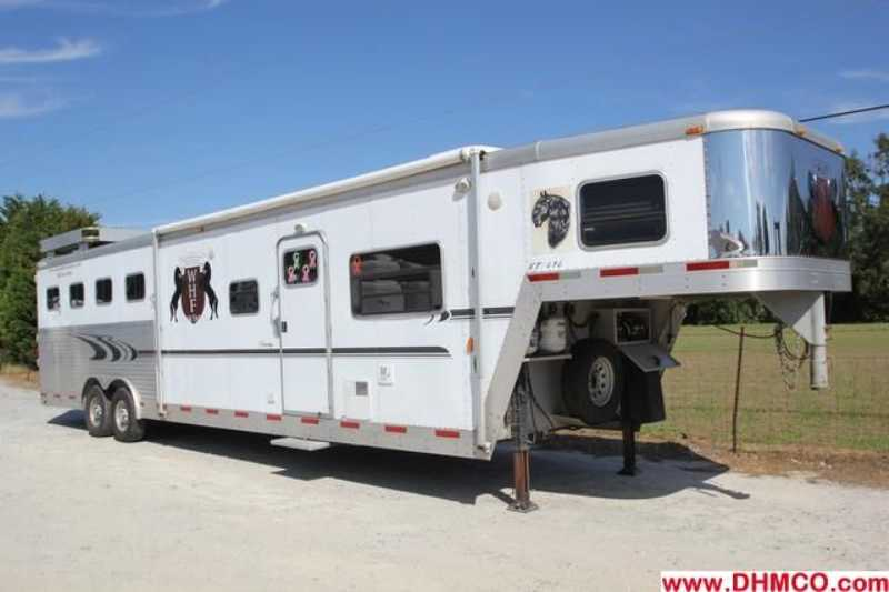 Exiss horse trailer for sale used 2004 4 horse trailer for Shop with living quarters for sale