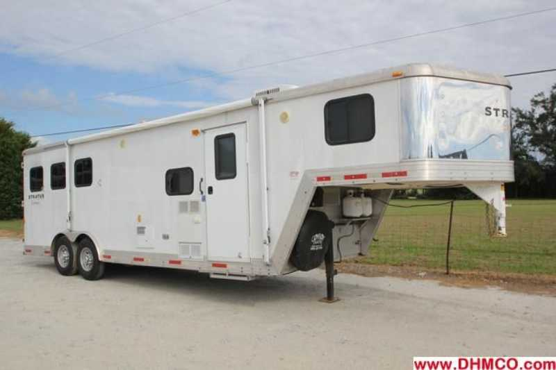 Bison stratus horse trailer for sale used 2007 3 horse for Shop with living quarters for sale