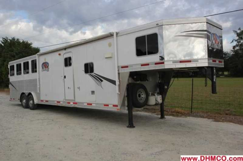 Lakota horse trailer for sale used 2011 4 horse trailer for Shop with living quarters for sale
