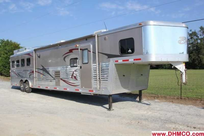 Bison stratus horse trailer for sale used 2011 4 horse for Shop with living quarters for sale