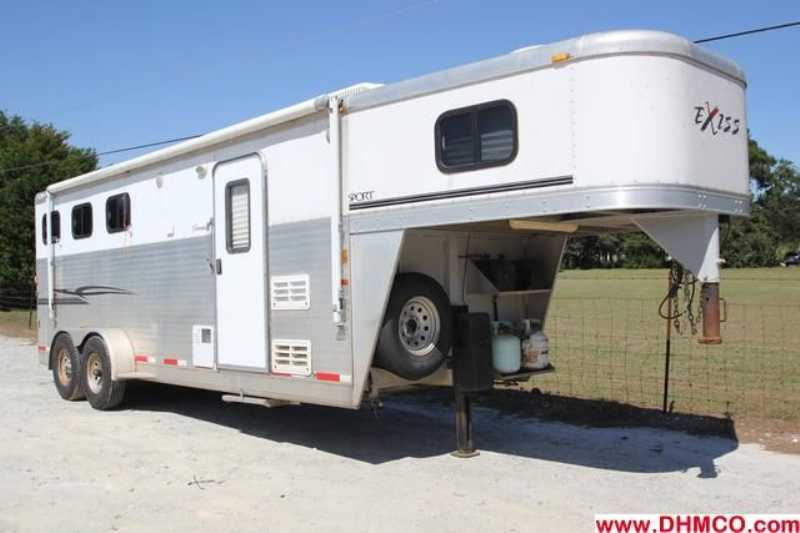 #7469s - Used 2006 Exiss ES307ELQ 3 Horse Trailer with 7' Short Wall