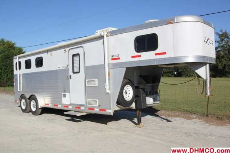 #41351 - Used 2007 Exiss ES307ELQ 3 Horse Trailer with 7' Short Wall