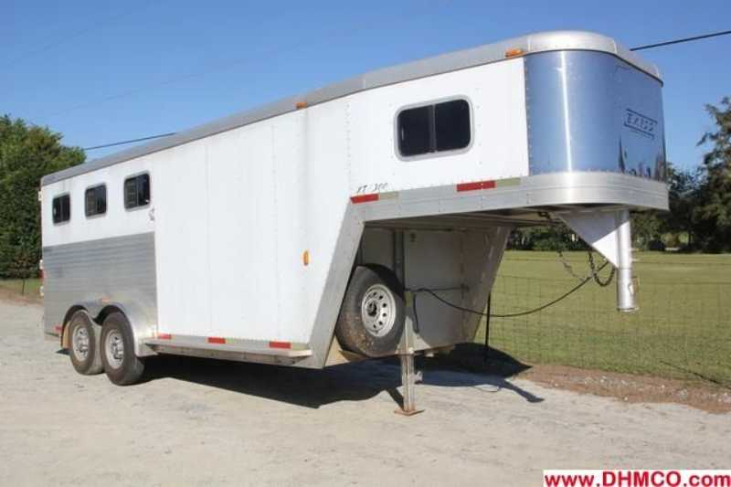 Used 2002 Exiss 3 Horse Slant Trailer