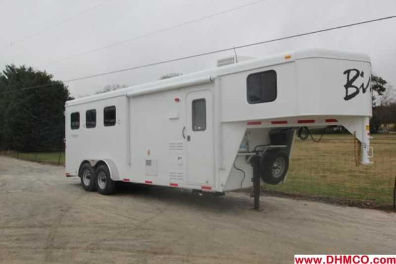 #02811 - New 2013 Bison Trail Hand 7306S 3 Horse Trailer with 6' Short Wall