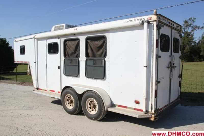 Used 2 Horse Southern Classic Horse Trailer With Living
