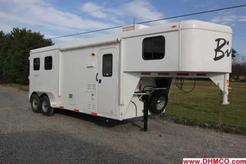 #02826 - New 2013 Bison Trail Hand 7206S 2 Horse Trailer with 6' Short Wall