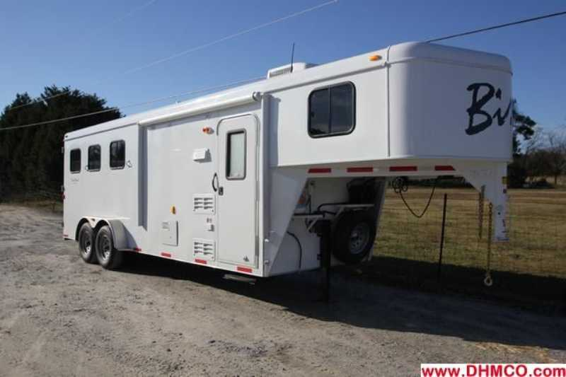 #02827 - New 2013 Bison Trail Hand 7306S 3 Horse Trailer with 6' Short Wall