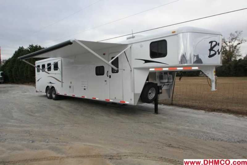 #02872 - New 2013 Bison Trail Express 8414GLQBK 4 Horse Trailer with 14' Short Wall