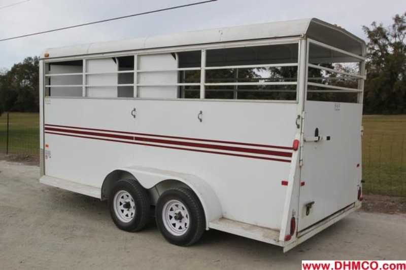 #77392 - Used 2006 Bee 3HSL 3 Horse Trailer  with 2' Short Wall