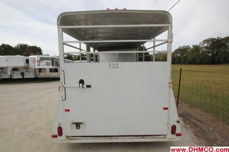 Used 2006 Bee 3 Horse Slant Trailer