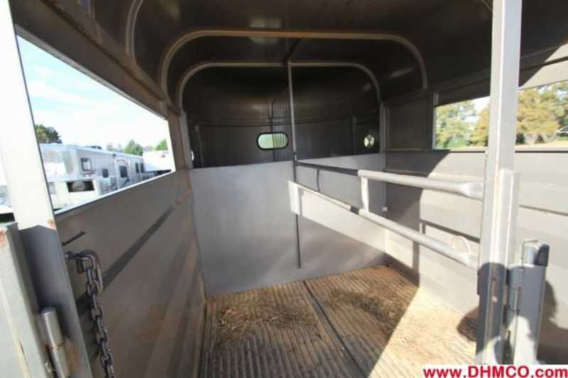 Used 2007 WW 2 Horse Straight Trailer
