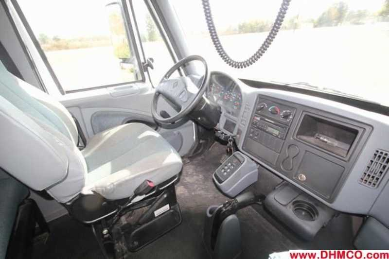 #79083 - Used 2003 International 4400 Truck