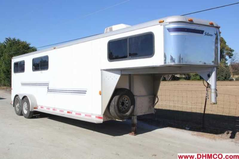 #01589 - Used 2002 Silver Star 4HSLGN 4 Horse Trailer with 4' Short Wall