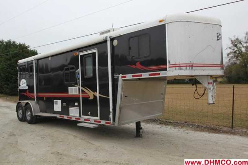 used 2 horse bison horse trailer with living quarters