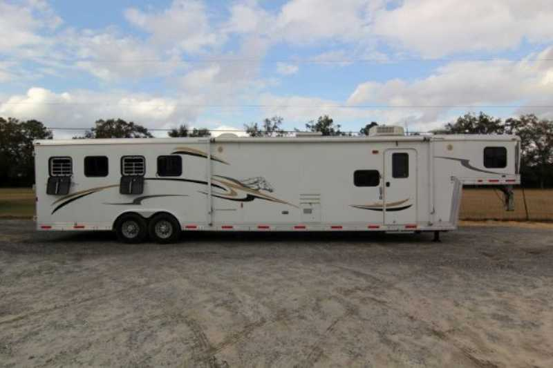 #09406 - Used 2007 Bison Stratus 8416GLQUG 4 Horse Trailer  with 16' Short Wall