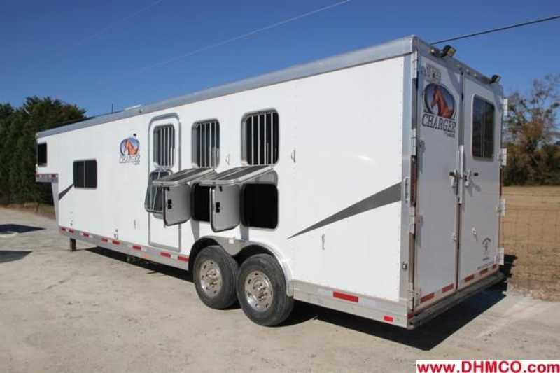 #87121 - Used 2010 Lakota 8313LQ 3 Horse Trailer  with 13' Short Wall