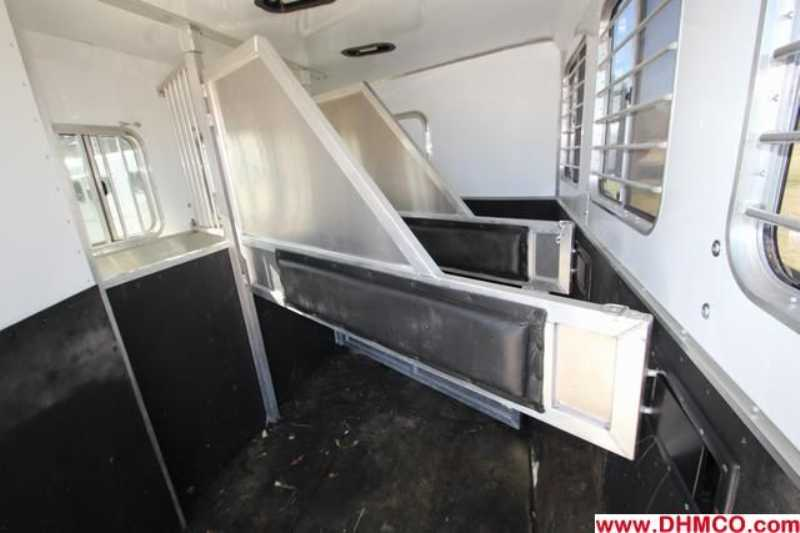 Used 2010 Lakota 3 Horse Slant Trailer