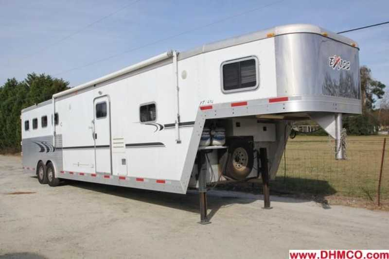#32890 - Used 2005 Exiss XT414LQ 4 Horse Trailer with 14' Short Wall