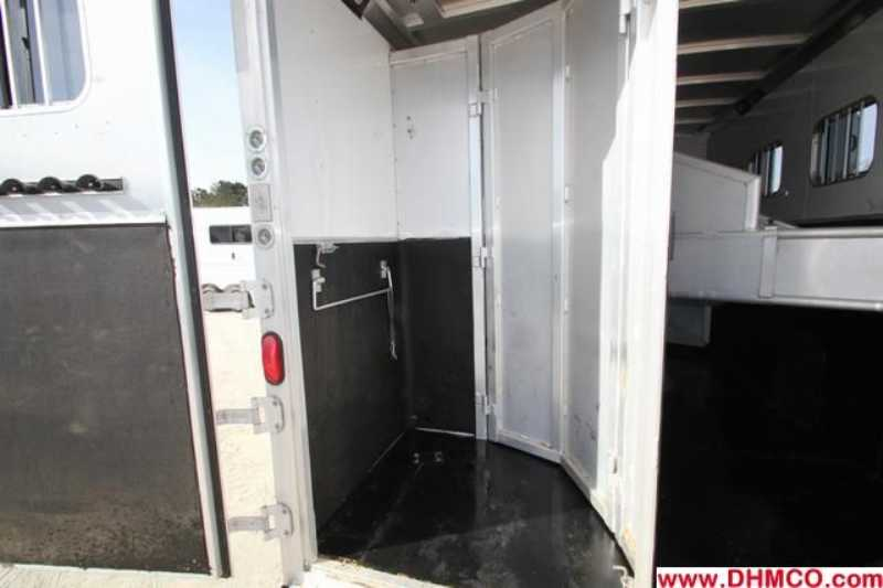 Used 2005 Exiss 4 Horse Slant Trailer