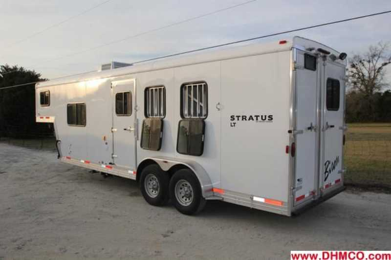 Used 2012 Bison 3 Horse Slant Trailer