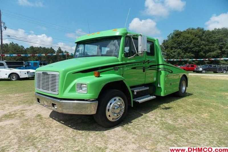 2001 Freightliner Medium Duty Truck Trailer