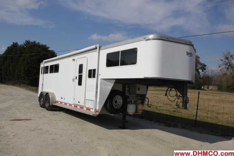 #73862 - Used 2005 Shadow 7380LQ 3 Horse Trailer with 8' Short Wall